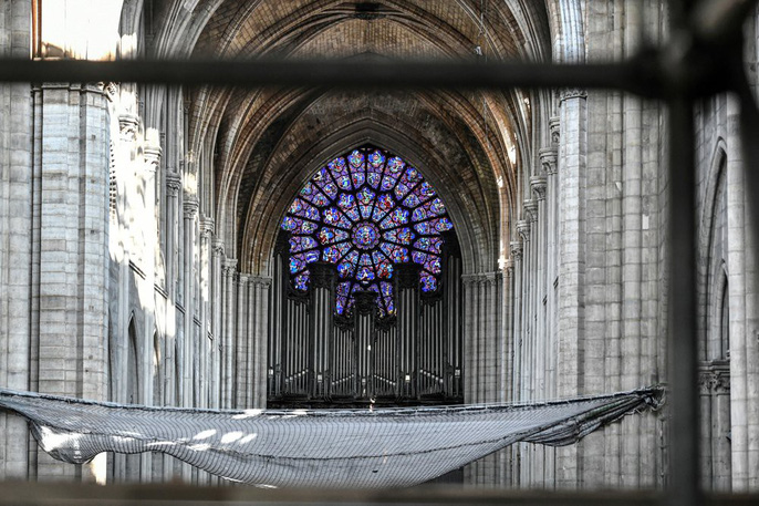 Nhà thờ Đức Bà Paris vẫn chưa đủ an toàn để được trùng tu - Ảnh 2.