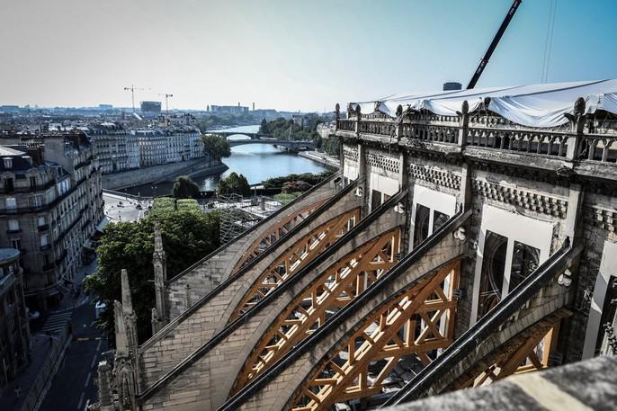 Nhà thờ Đức Bà Paris vẫn chưa đủ an toàn để được trùng tu - Ảnh 11.