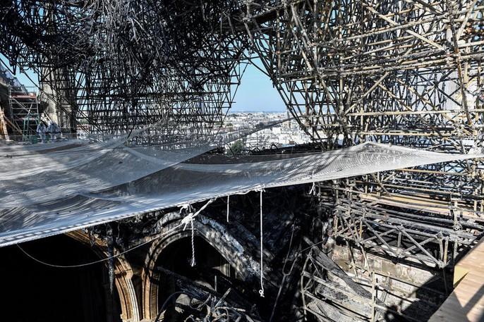 Nhà thờ Đức Bà Paris vẫn chưa đủ an toàn để được trùng tu - Ảnh 13.