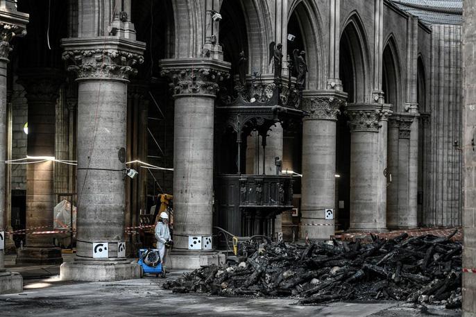 Nhà thờ Đức Bà Paris vẫn chưa đủ an toàn để được trùng tu - Ảnh 18.