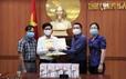 """""""Cùng cộng đồng chung tay phòng chống dịch Covid-19"""": Tặng 20 máy đo thân nhiệt cho huyện Duy Xuyên, Quảng Nam"""