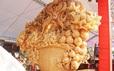 """""""Phát sốt"""" với giỏ hoa Tết bằng ngọc nặng 1,5 tấn, giá gần 700 triệu đồng"""
