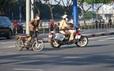 """Đủ kiểu """"thi gan"""" với CSGT trên đường Võ Văn Kiệt, TP HCM"""