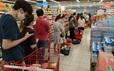 """Người dân """"rồng rắn"""" xếp hàng tại siêu thị trước ngày Đà Nẵng thực hiện mạnh hơn Chỉ thị 16"""