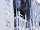 Cháy chung cư, người dân hốt hoảng thoát thân