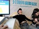 Các ông chồng Trung Quốc xếp hàng trải nghiệm đau đẻ