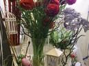 Thị trường Valentine: Quà tặng trăm triệu vẫn hút người mua