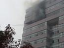 Cháy ở tòa nhà 11 tầng ĐH Ngoại thương, sinh viên hoảng sợ