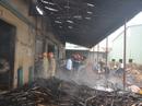 Lửa thiêu gần rụi xí nghiệp sản xuất đồ gỗ