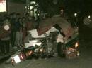 Lao từ ngõ ra, người đi xe máy tử vong trên nắp capo taxi