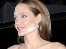 Angelina Jolie mặt loang lổ phấn dự lễ ra mắt phim