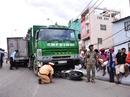 TP HCM: Xe rác lao dốc cầu Chánh Hưng, nghiến nát 4 xe máy