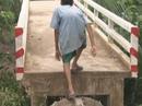 Những chiếc cầu bê tông xây xong nhưng... không thông!