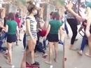 Điều tra vụ một thiếu nữ bị đánh hội đồng