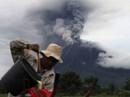 Indonesia: Núi lửa phun trào 30 lần/ngày