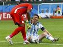 Dzeko lập công, Nigeria theo chân Argentina vào vòng 2