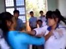 Đuổi học 1 năm nữ sinh đánh bạn trong lớp