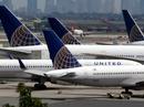 """Máy bay chuyển hướng vì hành khách """"tranh ghế"""""""