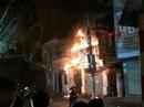 Hà Nội: Cửa hiệu thời trang cháy dữ dội trong đêm