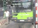 Đâm thủng bụng nhân viên xe buýt rồi nhảy xuống xe tẩu thoát