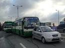 Xe buýt tông liên hoàn trên cầu Rạch Chiếc