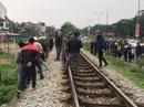 Đi xe máy qua đường sắt, cụ ông 71 tuổi bị tàu SE5 tông chết