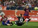 Messi bận làm bố, Barcelona suýt mất ngôi đầu La Liga