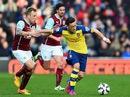 HLV Wenger : Kỷ lục chưa thể giúp Arsenal đuổi kịp Chelsea