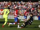 Suarez tỏa sáng, Barcelona thắng tưng bừng Granada