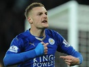 Vardy lập kỷ lục ghi bàn, Man United thoát hiểm ở Leicester