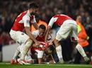 "Neuer mắc lỗi, Arsenal bắn hạ ""hùm xám"""