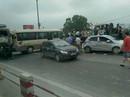 Gây tai nạn liên hoàn, tài xế xe tải kẹt cứng trong cabin