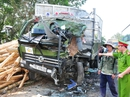 Xe khách đấu đầu xe tải, hơn 10 người bị thương nặng