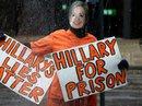 """Ông Trump bị chỉ trích vì """"không bỏ tù bà Clinton"""""""
