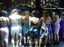 """Đột kích quán karaoke, nơi 19 cô gái trẻ đang """"bay"""" ma túy đá"""