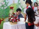 Độc giả xếp hàng dài xin chữ ký Nguyễn Nhật Ánh