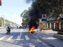 Châm lửa đốt xe máy sau khi bị CSGT xử phạt