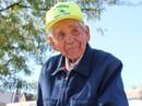 """Cụ ông 89 tuổi bán kem dạo """"đổi đời"""" nhờ Internet"""