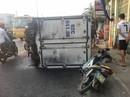 Xe tải lật, một gia đình thoát chết trong gang tấc
