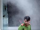 Cửa hàng tiện lợi cháy dữ dội, người nhà trên lầu liều mình xông ra