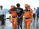 Đưa 9 thuyền viên bị nạn vào đất liền