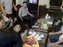 Người nhà mang thi hài trẻ sơ sinh đặt lên bàn giám đốc bệnh viện