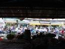 """""""Bỏ hoang"""" chợ Bà Chiểu, tiểu thương ra đường buôn bán tấp nập"""