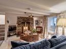 Ngôi nhà 300 tuổi với nội thất đẹp như truyện cổ tích