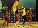 Xem Usain Bolt nhảy samba với vũ công Brazil nóng bỏng