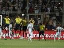 Messi sút phạt tuyệt đỉnh, Argentina thắng đậm Colombia