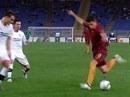 Xem cú rabona tuyệt đỉnh của sao AS Roma