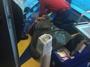 Máy bay rung lắc dữ dội, hành khách bị hất ngã gãy chân