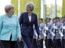 """Lần đầu đối mặt, hai """"bà đầm thép"""" Đức - Anh bế tắc"""