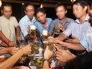 """Đàn ông Việt """"mê"""" rượu bia nhất thế giới"""